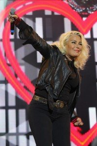 Kim-Wilde-at-Rewind-Festival-South-20151-640x960