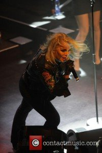 kim-wilde-performing-live-in_4959738